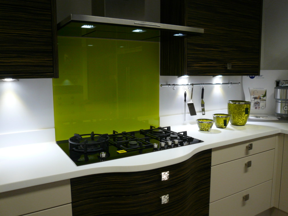 Lime green kitchen walls for Lime green kitchen wallpaper